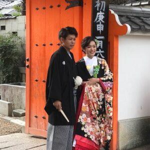 黒のリメイク振袖を着た花嫁