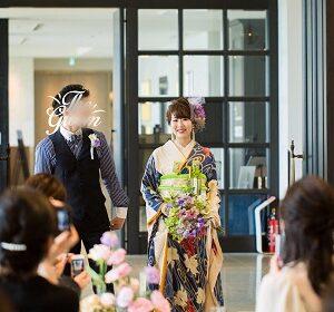 青色のリメイク振袖を着た花嫁