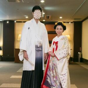 白色のリメイク振袖を着た花嫁