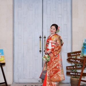 朱赤のリメイク振袖を着た花嫁
