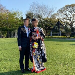 黒色にリメイク振袖を着た花嫁