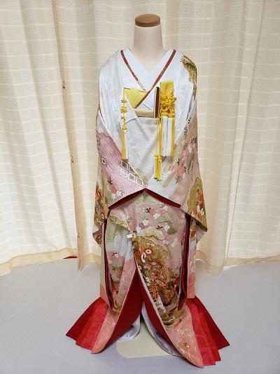 ピンク色のリメイク振袖を着た花嫁