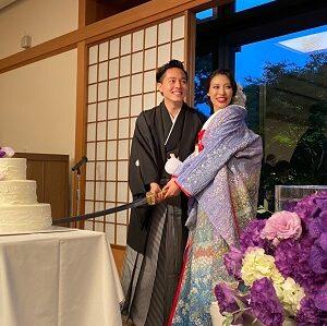 紫色のリメイク振袖を着た花嫁